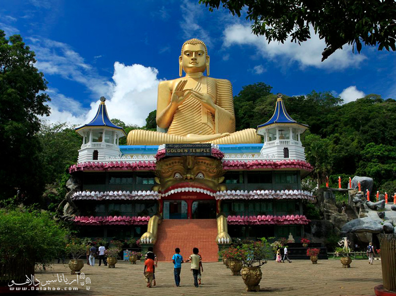 معبد طلایی دامبولا، از نمونه آثار هنر باستانی در سریلانکاست.