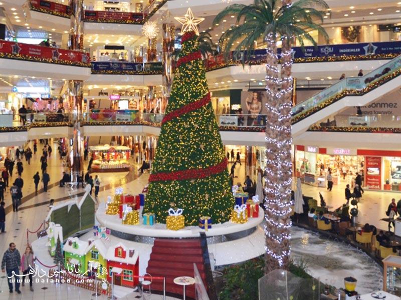 مراکز خرید استانبول با حال و هوای جشن کریسمس.