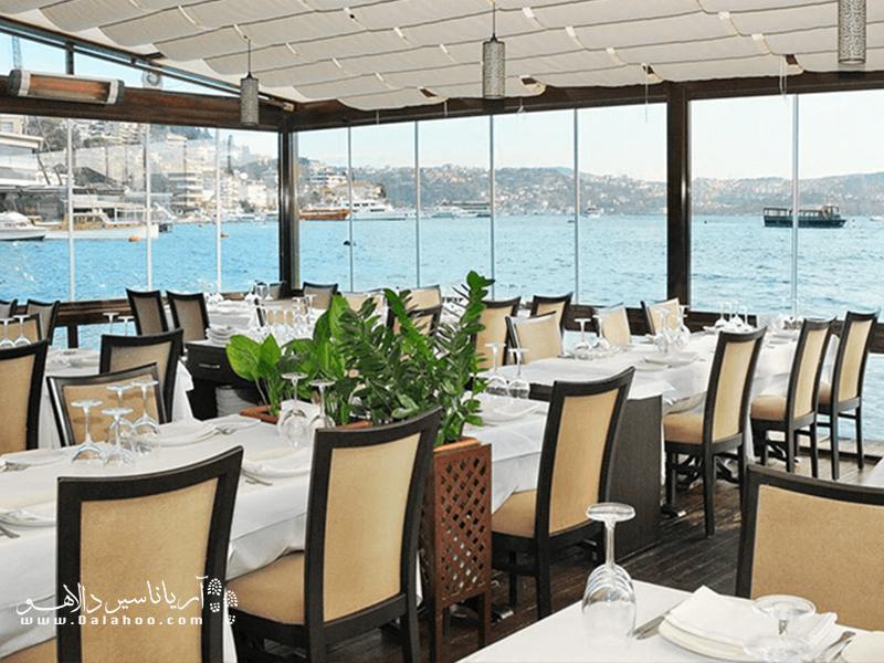 رستوران دریایی ببک بالیکچی در نزدیکی دریای سیاه و محله ببک، یکی از محلههای جذاب کرانه بسفر، واقع شده است.