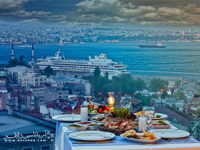 فضای رستوران الئوس نیز بسیار دوست داشتنی است. در سفر به استانبول سری به آن بزنید.