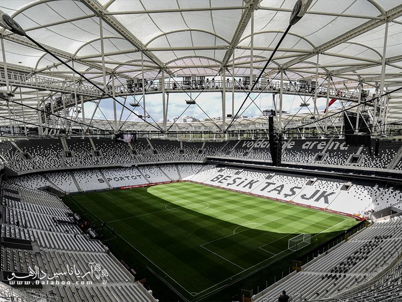 فضای داخلی استادیوم بیجیکی اینونو (BJk inonu Stadium) در بشیکتاش.