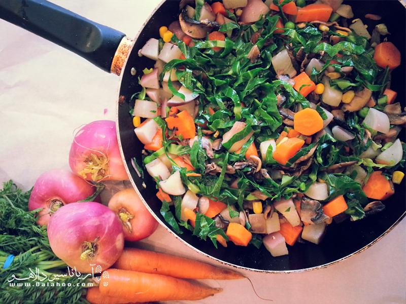 این غذا با پیاز، گوجهفرنگی و کلمپیچ درست میشود. کلمپیچ یکی از سبزیجات محبوب کنیاس که در همه جای کشور پیدا میشود.