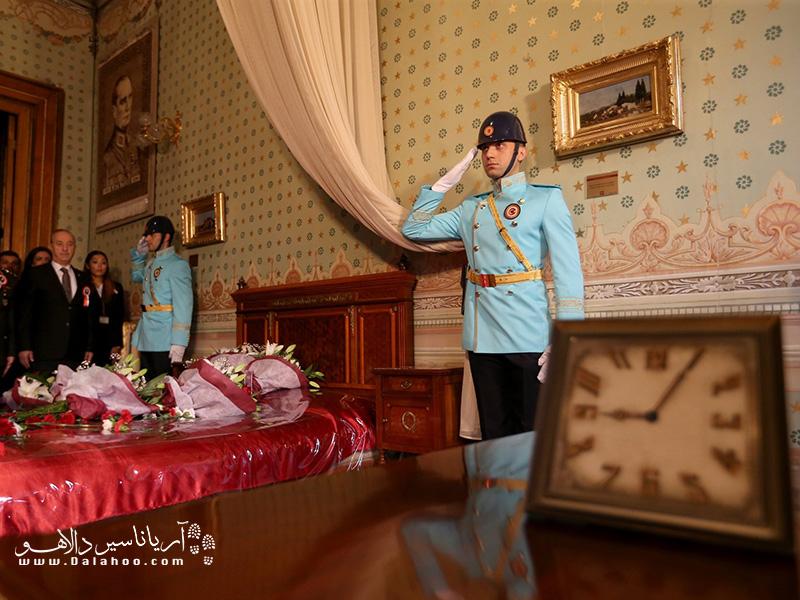 تنظیم ساعت 9و 5 دقیقه بعد از فوت اتاتورک در کاخ دلمه باغچه.