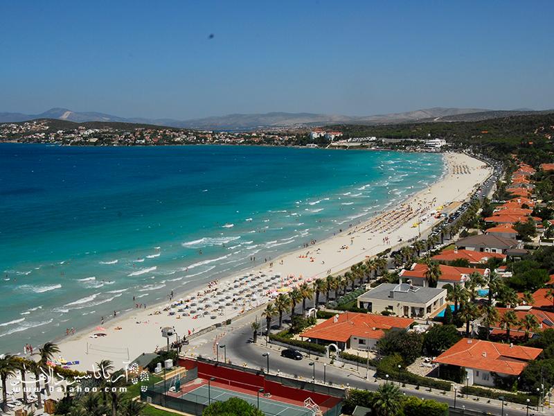 تابستان بهترین فصل برای لذت از تفریحات ساحلی شهر چشمه به شمار میرود.