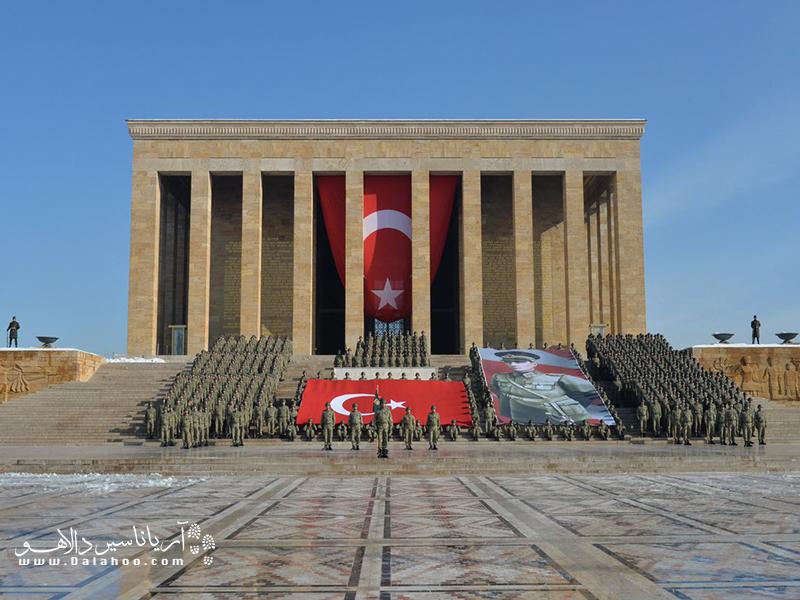 یکی از نمونههای بارز معماری مدرن ترکیه آرامگاه آتاتورک است.