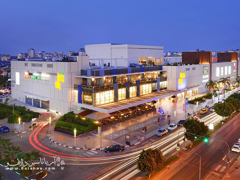 مرکز خرید تراسیتی در سال 2011 افتتاح شد.