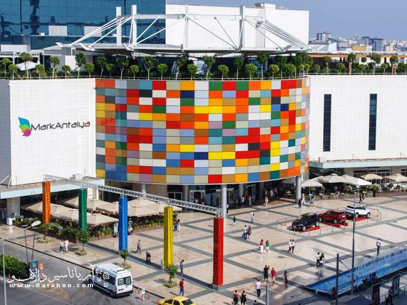 معماری مرکز خرید  مارک آنتالیا مدرن است.