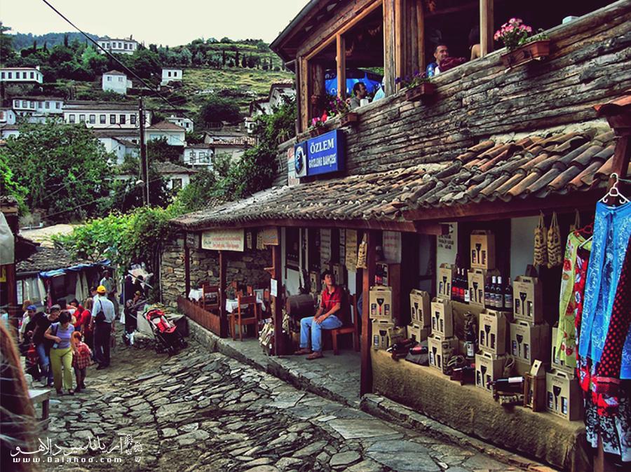 روستای زیبای شیرینجه در ازمیر ترکیه با فضای سنتی و صمیمیاش میزبان گردشگران است.