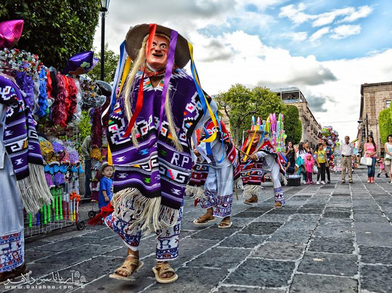 برای شرکت در کارناوالهای رنگارنگ و جذاب مکزیک هرچه زودتر اقدام به دریافت ویزای این کشور کنید.