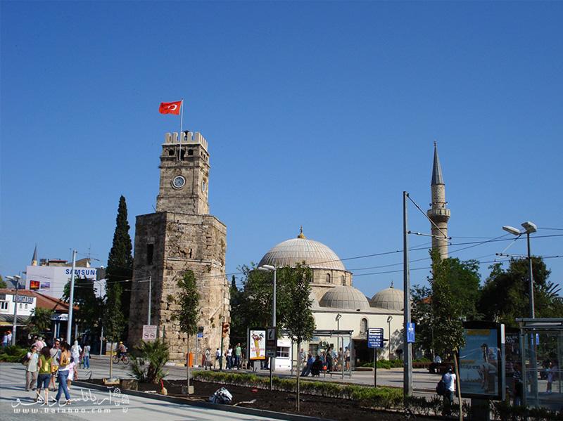 برج ساعت، نماد شهر آنتالیاست.