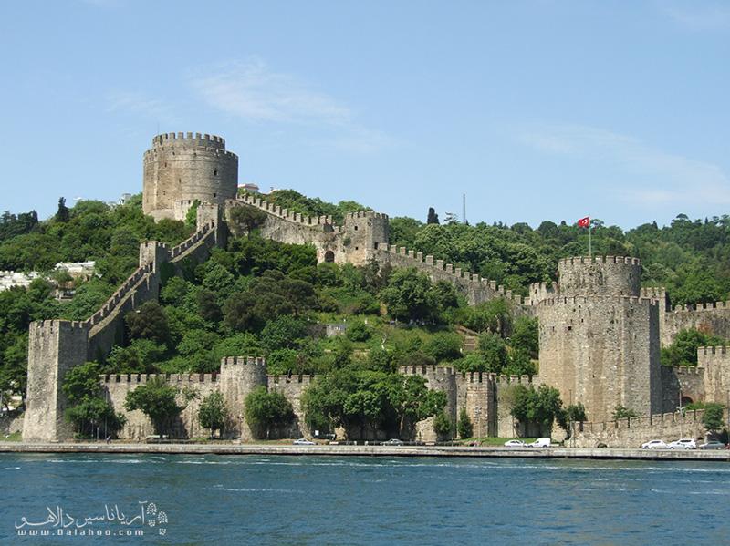 برجهای دیدهبانی قلعه روملی که روزگاری سربازان خیره به دوردستها را در خود جای داده بود، حالا محلی است که گردشگران برای دیدن چشمانداز شهر استانبول از آن بازدید میکنند.