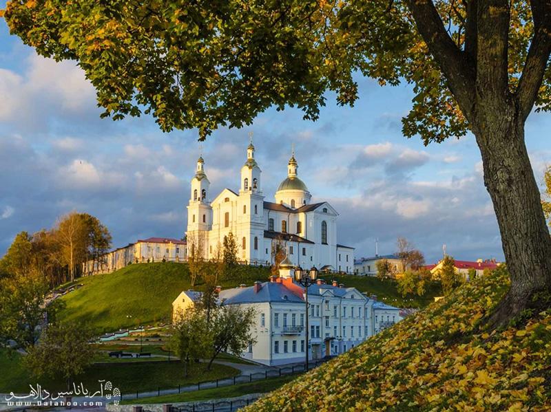 برای دیدن کلیساهای زیبای بلاروس به ویزای توریستی این کشور نیاز دارید.